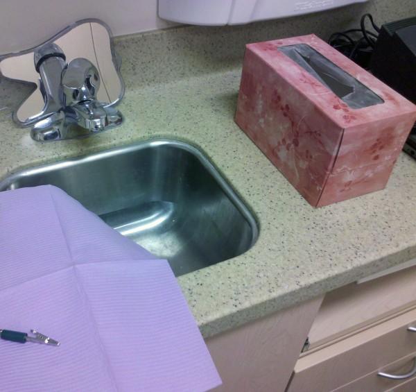 integral backsplash and undermount sink